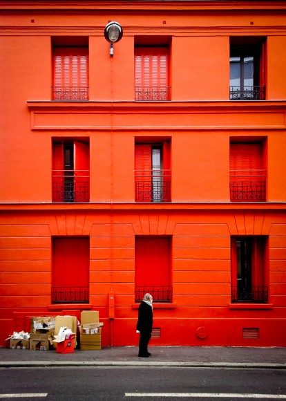 Immeuble rouge à Paris.